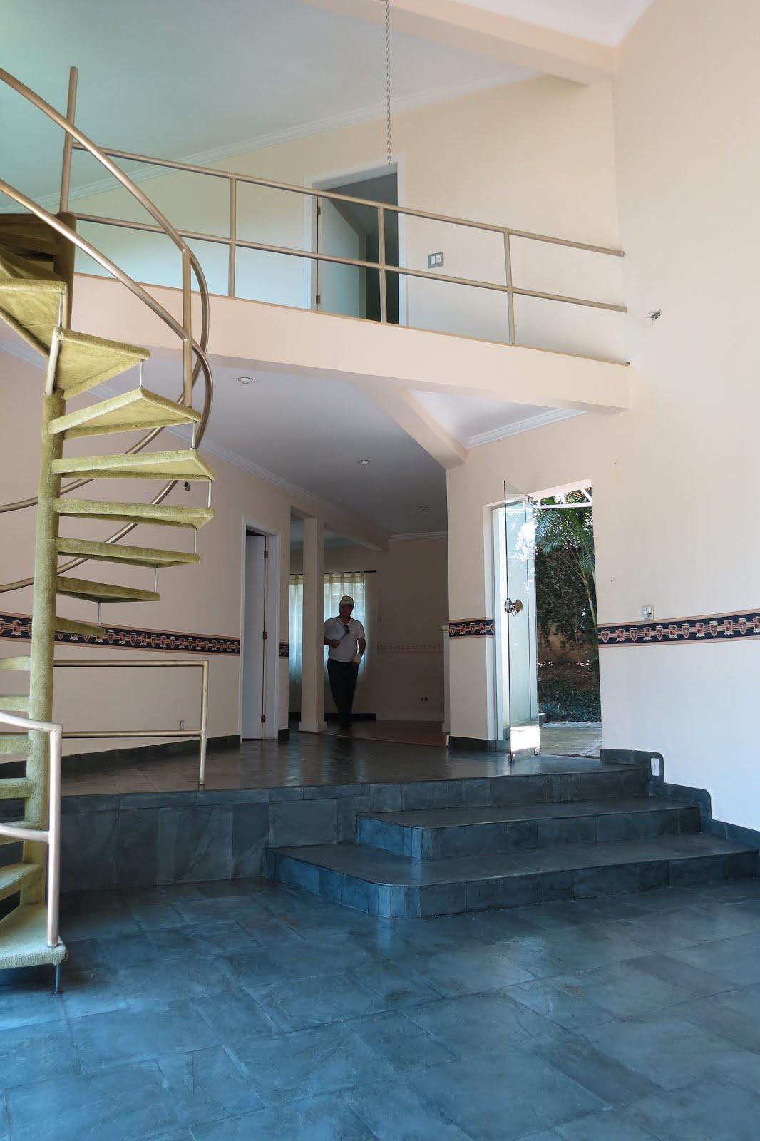 Escada p/ andar superior