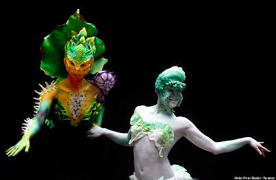 mujeres con cuerpos pintados