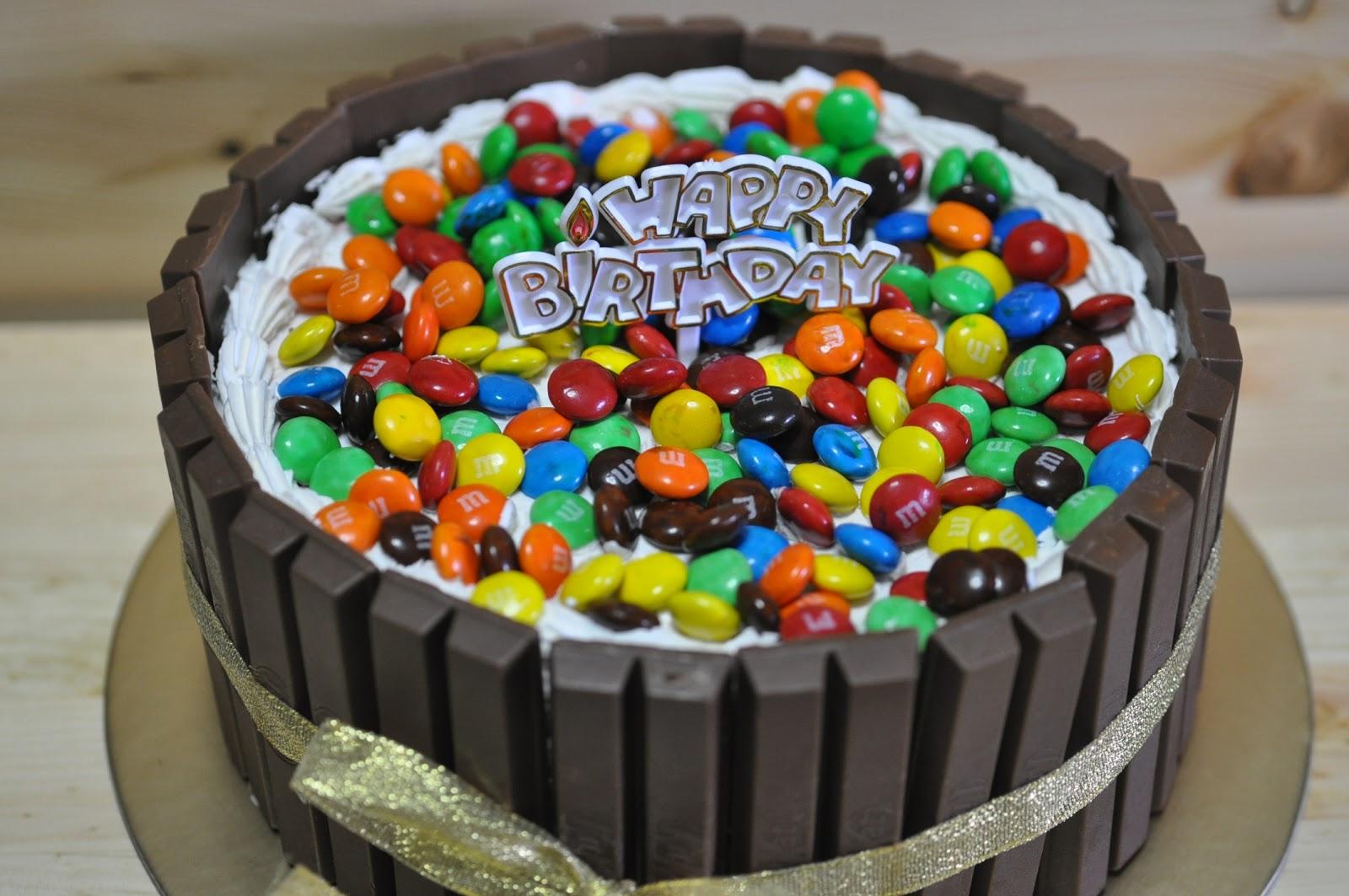 Izahs Kitchen Raibow Kitkat and MM cake