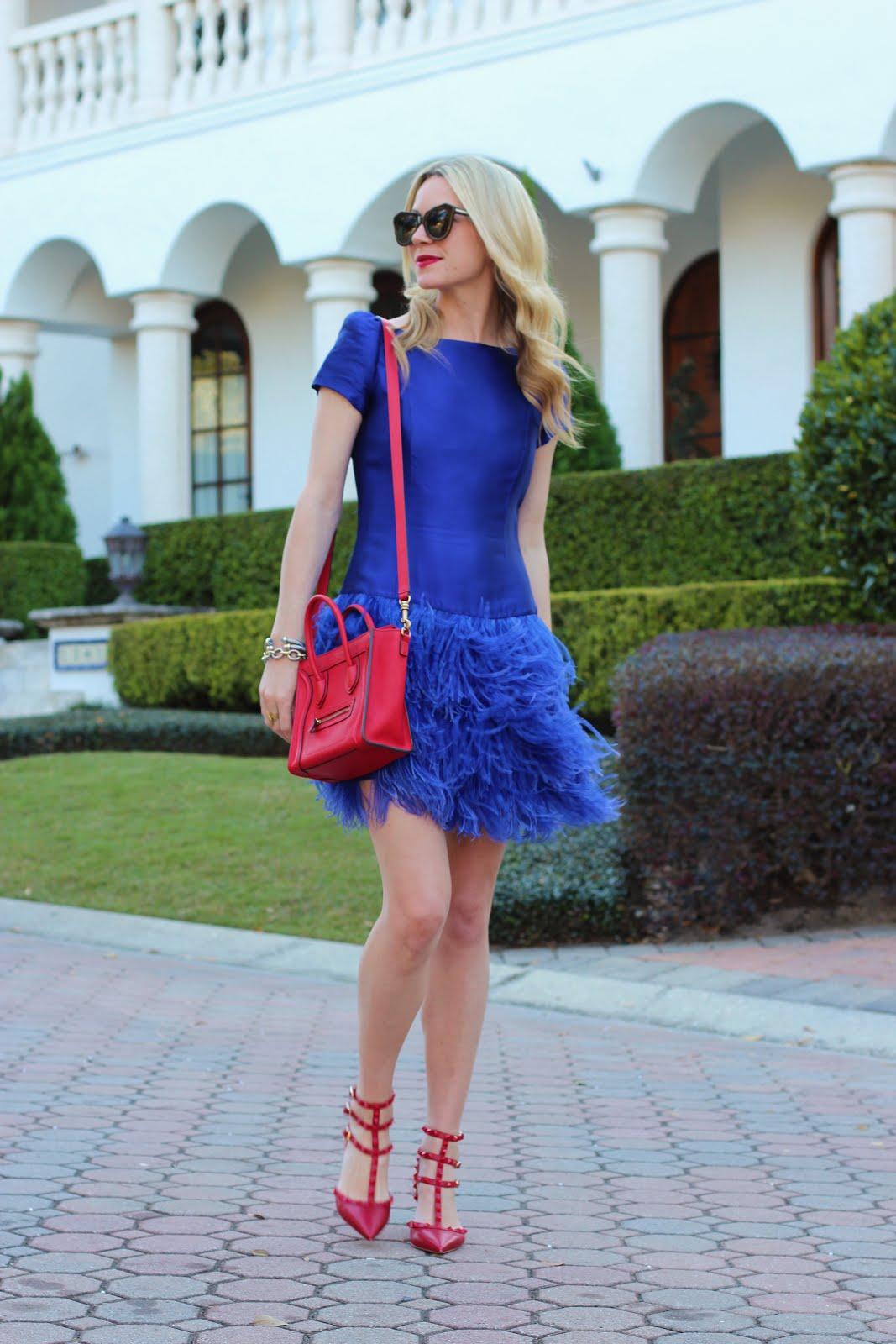 Фото девушек в красных колготках в синем платье 22 фотография