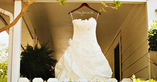 Todo sobre Bodas: Perchas personalizadas para su vestido de novia
