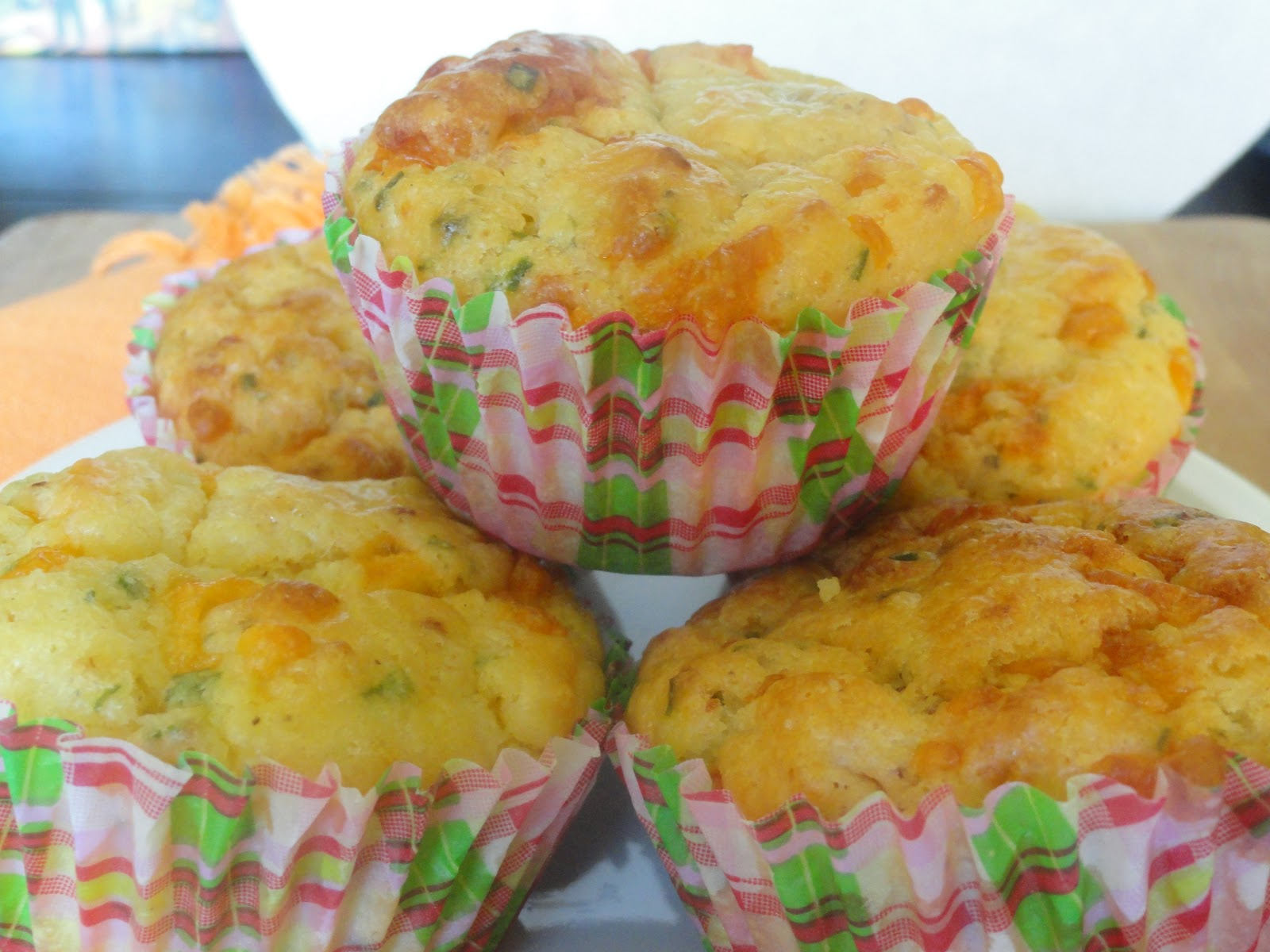 Angie's Big Love of Food: Bacon Cheese & Chive Breakfast Muffins