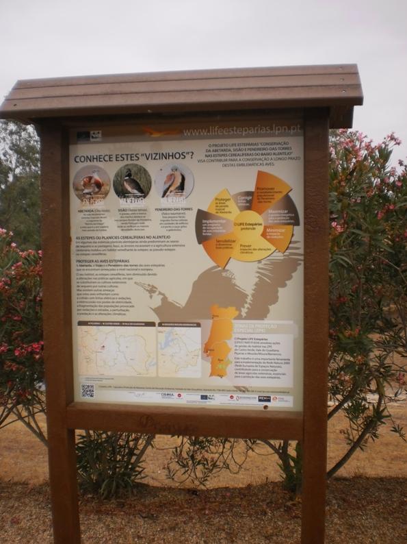 Placa com informação de biodiversidade da região
