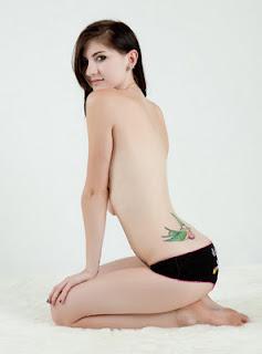 Feminine and Beautiful Bird Tattoo Designs For Girls, hot girl tattoos, 2012 tattoo trend, tattoo trend 2012, lastest tattoo trend 2012, new tattoo trend design, tattoo inspiration