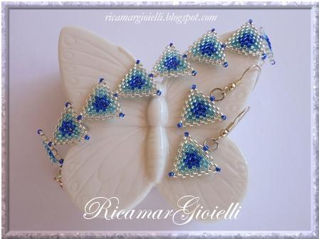 bracciale ed orecchini realizzati con triangoli in peyote