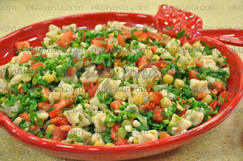 Biberli Nohutlu Mantılı Salata Tarifi
