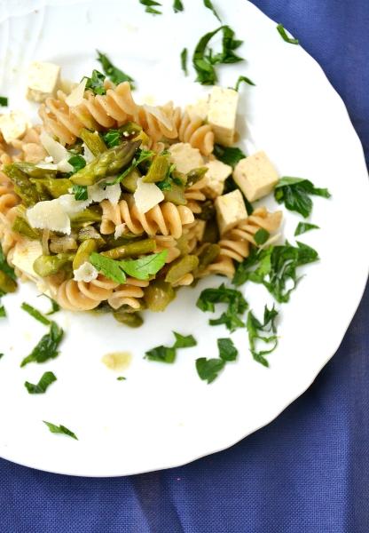 pasta integrale con asparagi e tofu