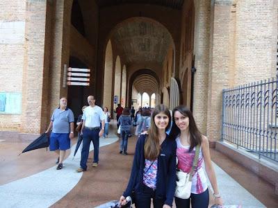 andando pela Basílica.