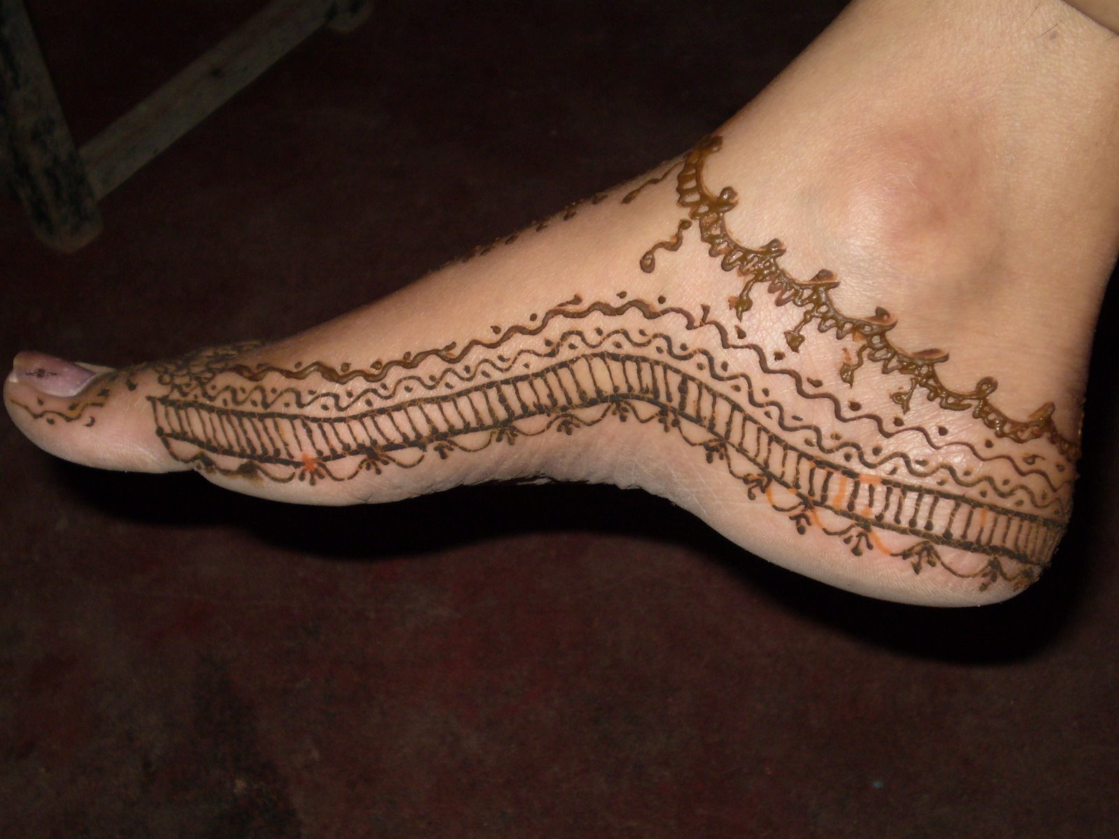 Mehndi Feet Pictures : Short simple mehndi designs for hands and feet