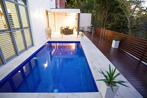 The idea of minimalism in the pool on the second floor porch