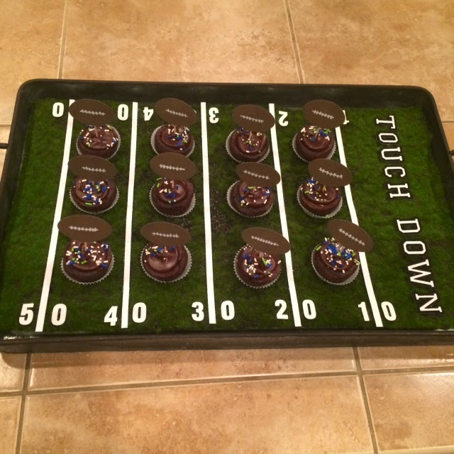 Faux Moss Super Bowl Field Serving Tray @craftsavvy @sarahowens #craftwarehouse #superbowl #football #diy