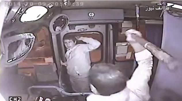 شاهد.. ماذا حدث للص حاول سرقة حقيبة إمرأة في الأتوبيس؟