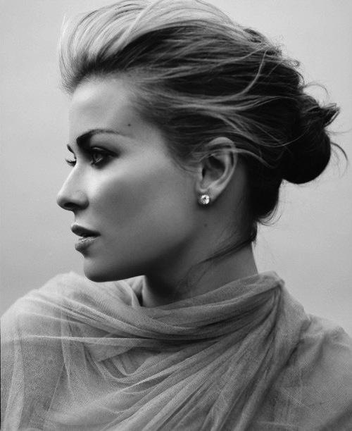 Amor em preto e brancoFemale Nose Profile