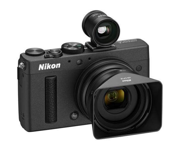 Fotografia della Nikon Coolpix A con il mirino ottico ed il paraluce