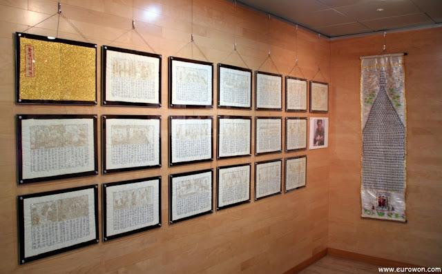 Exposición de bordados budistas en el templo Jogyesa de Seúl