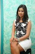 Manali Rathod latest Photo Shoot-thumbnail-16