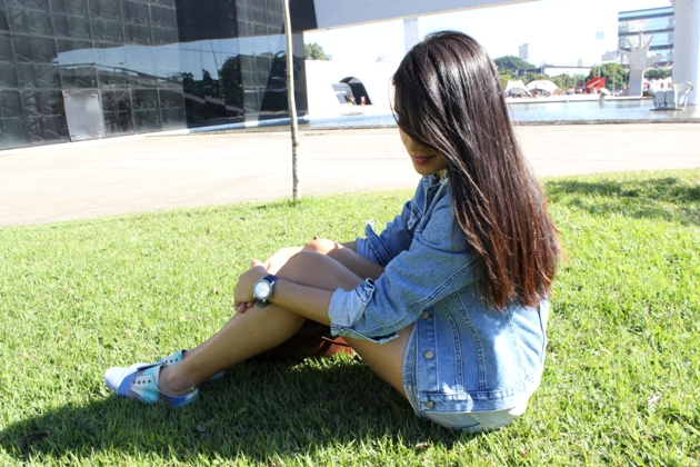 jeans com jeans, jaqueta jeans, jaqueta c&a, saia jeans, saia C&A, camiseta cinza, camiseta luigi bertolli, oxford azul, oxford juliana jabour