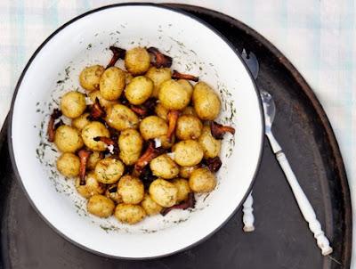 Clo 39 s sensuous delights pommes de terre nouvelles aux girolles et a l 39 aneth - Cuisiner des pommes de terre nouvelles ...