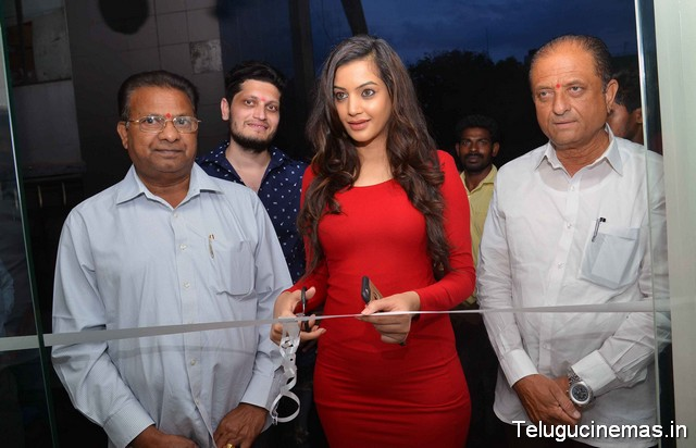 Paris De Salon Launched by Deeksha