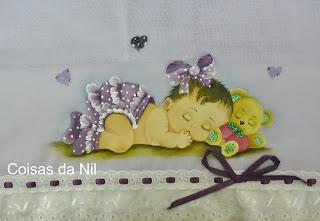 pintura em fralda menina com calcinha de babados na cor uva
