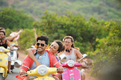 Run Raja Run Movie Stills-thumbnail-10
