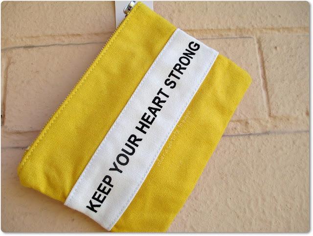 Neceser amarillo con letras - Haul de Rebajas