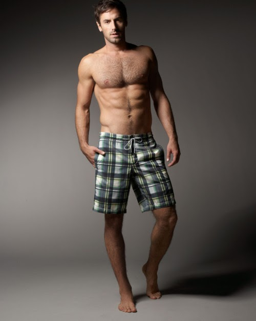Flipflops and Boardies: Hunk of the Day