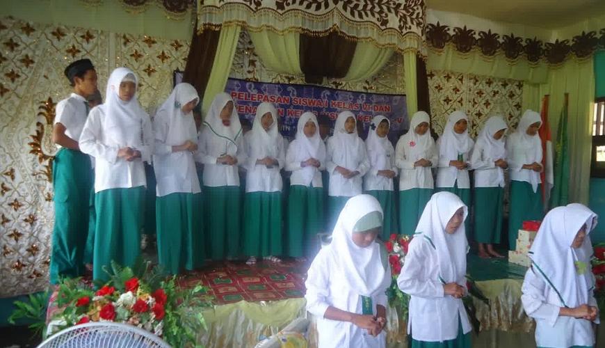 Contoh Pidato Perpisahan Sekolah dalam Bahasa Jawa