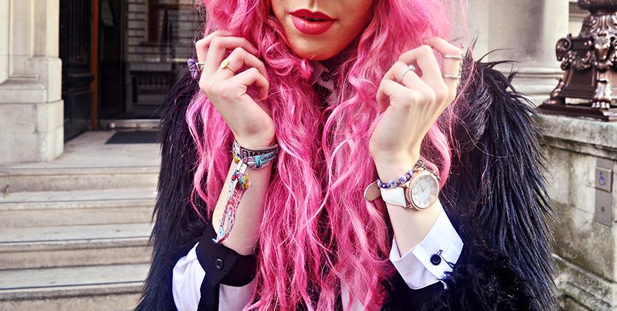 Stephi LaReine// UK Fashion Blogger// LFW London Fashion Week Street Style Day Three, Vita Coco, riipped jeans, romwe shirt, long hair fur coat jacket, leopard shoes, pink hair, matthew williamson