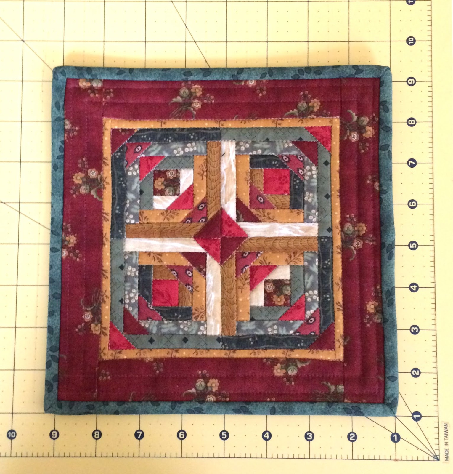 Apple Avenue Quilts: August Miniature and Small Quilts with a Free Pattern