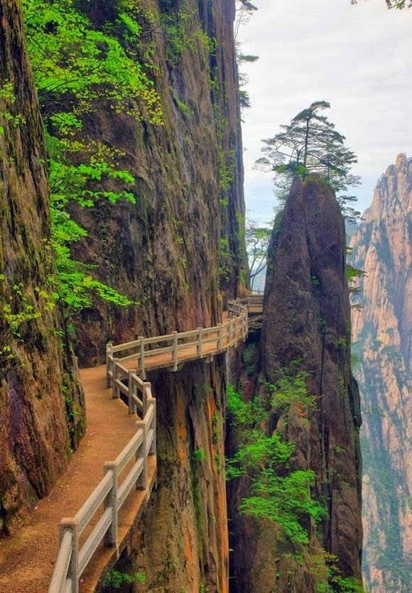 THE WORLD GEOGRAPHY: 11 Spectacular Cliff Paths