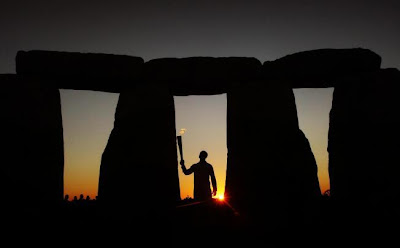 Stonehenge started as graveyard, says new research