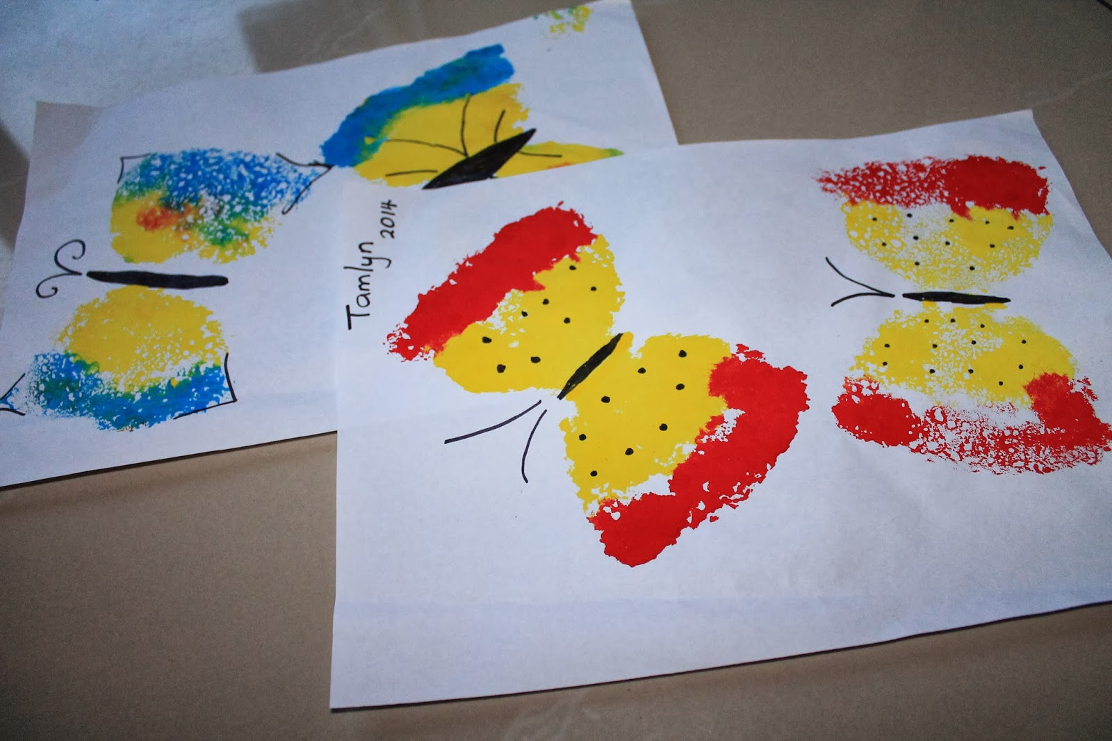 Makingmamamagic butterfly art sponge painting for Sponge painting for kids pictures