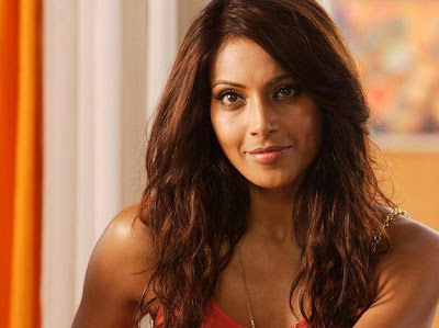 Bipasha Basu Pretty Wallpaper in Players