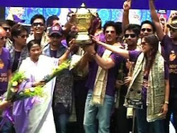 KKR Team owners Sharukh Khan & Juhi Chawla with 'Didi' Mamata Banerjee..