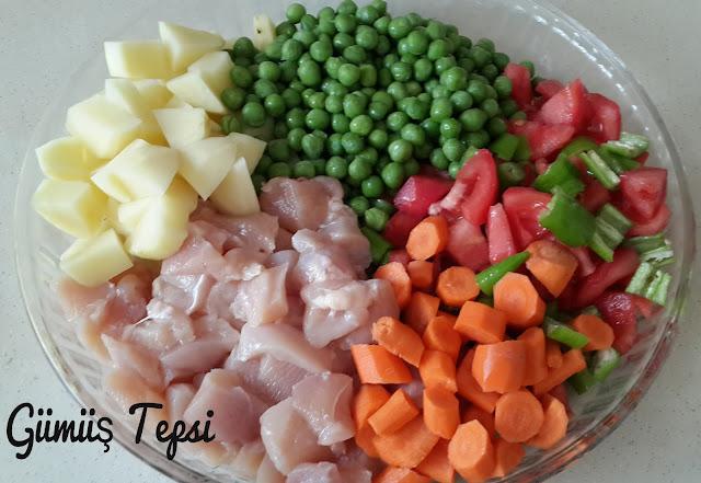 fırında tavuk etli bezelye yemeği, ana yemekler, tavuk yemekleri, fırında sebze yemeği yapımı