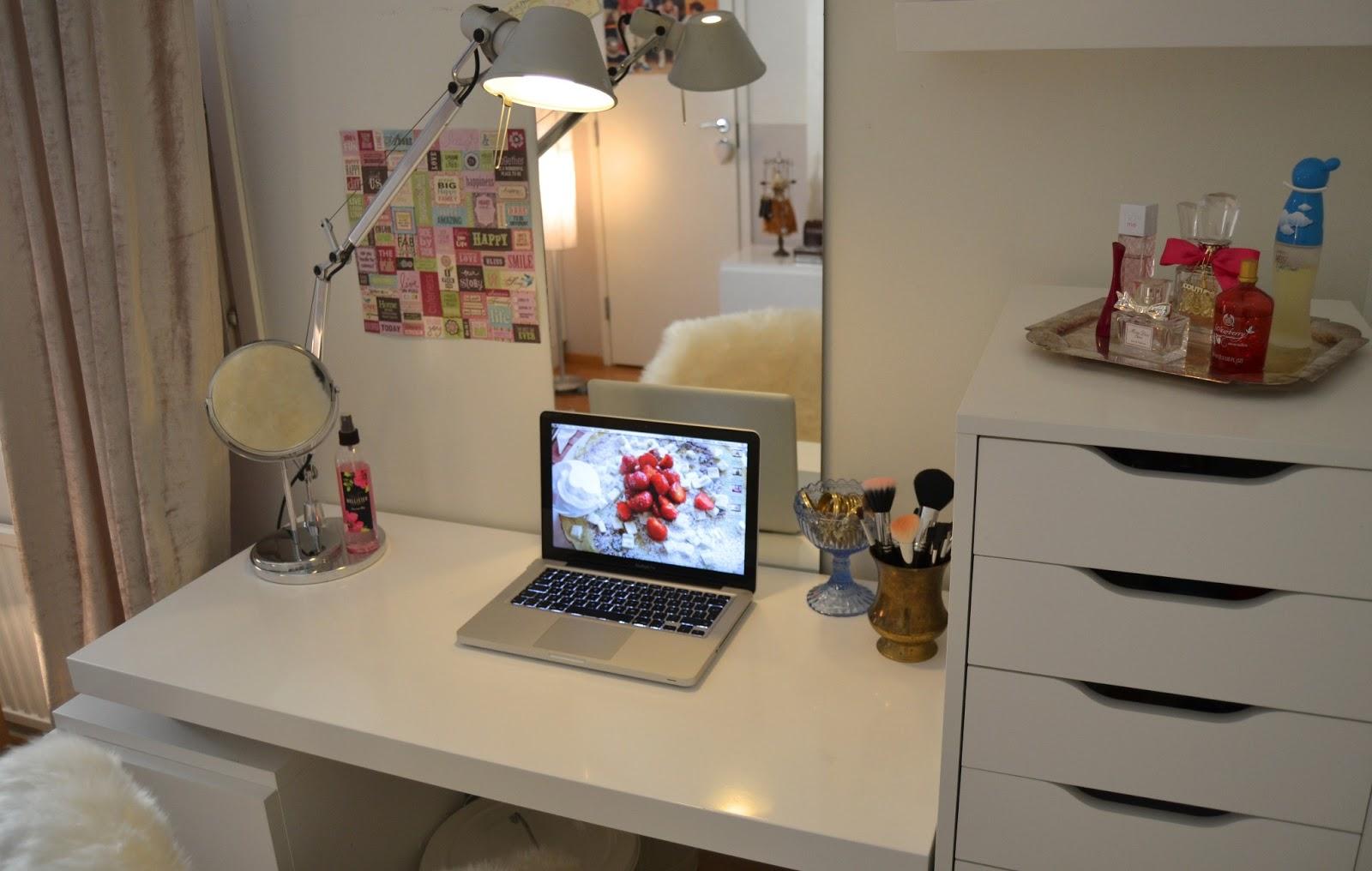Söpö pieni desk