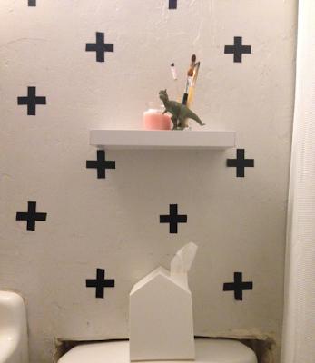 Zmeňte kúpelňu obyčajnou páskou