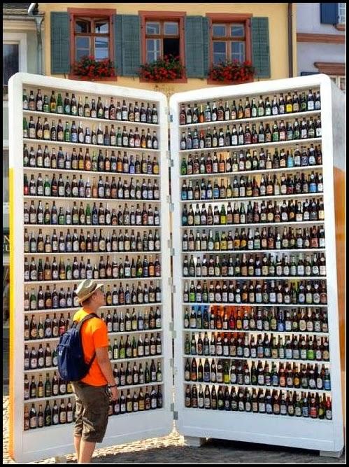 Nevera llana de cervezas.