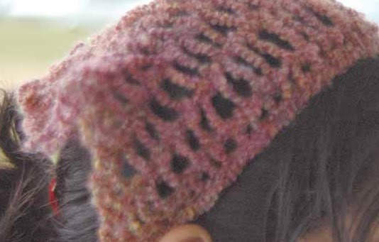http://kniftyknitterweekly.blogspot.com/2014/04/childs-hair-scarf.html