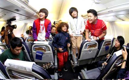 Coboy Junior Konser di Pesawat