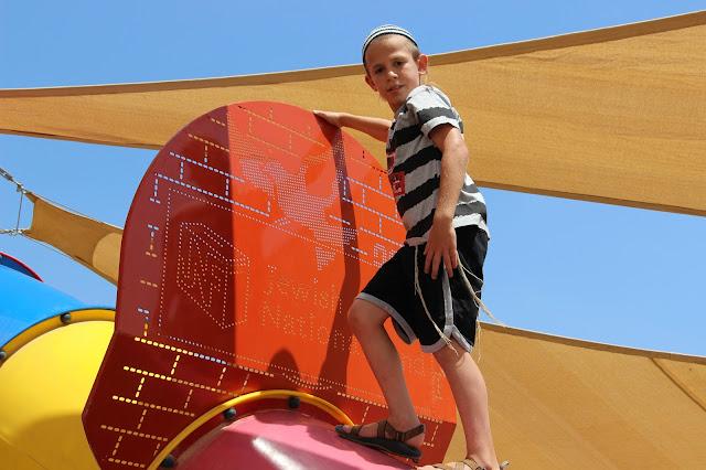 Playground in B'nei Netzarim, Halutza