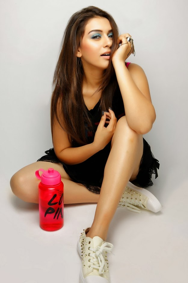 Stylish Hansika motwani latest hot photo shoot gallery