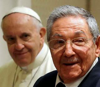 Francisco I e o ditador comunista cubano Raúl Castro
