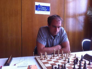 Échecs à Dieppe : le grand-maître international d'échecs estonien Kaido Kulaots (2558) crée la surprise en battant le favori Andrei Istratescu (2647) © Chess & Strategy