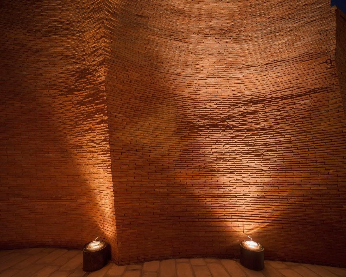 ritme-perpaduan-bata-merah-dinding-fasad-putih-sala-ayutthaya-hotel-sungai-chao-phraya-012
