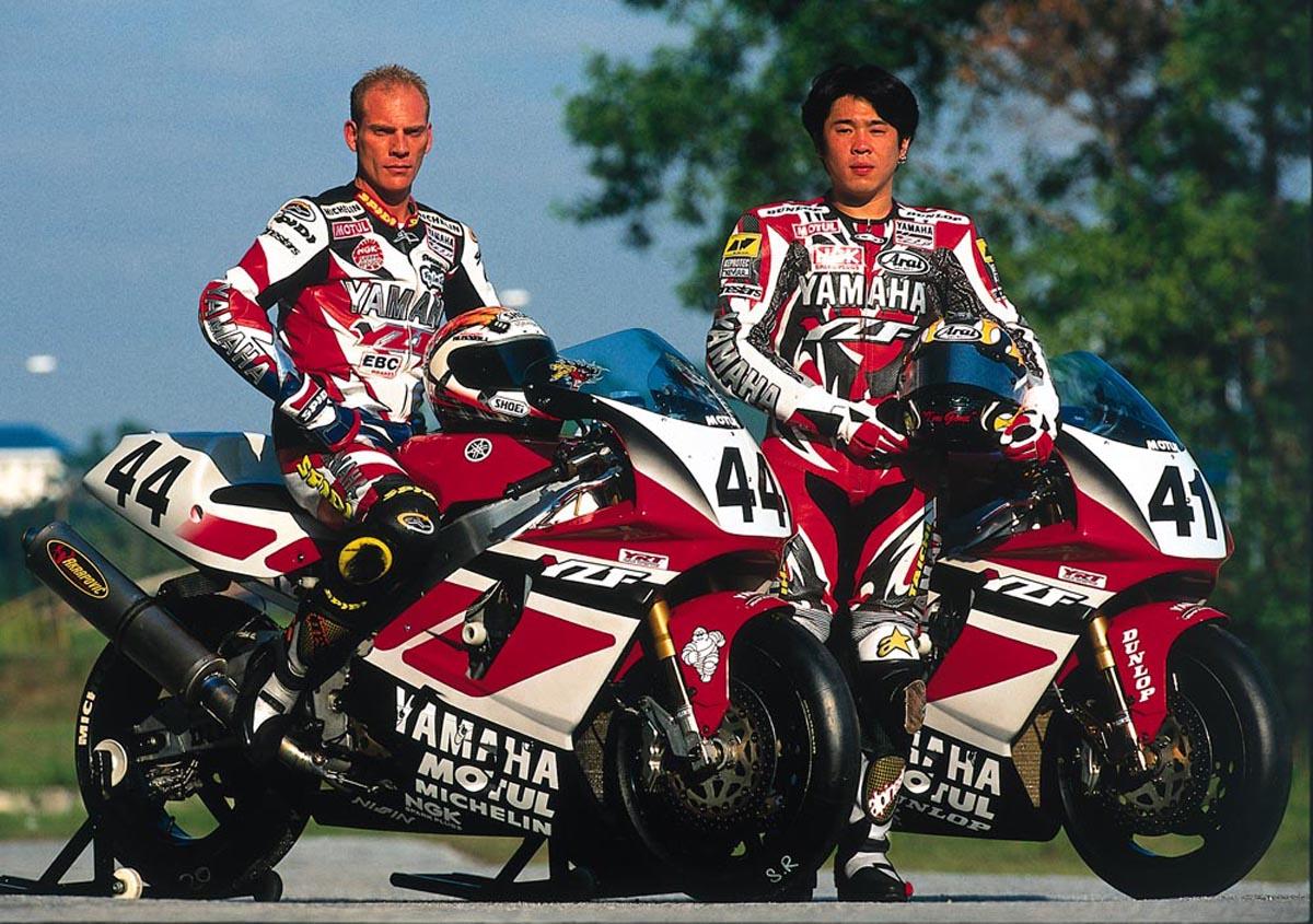 Yamaha 750 YZF  - Page 2 Yamaha%2Bsuperbike%2Bteam%2B1998