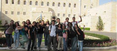 Após ser negado por colégio, jovem cursa ensino médio em Israel