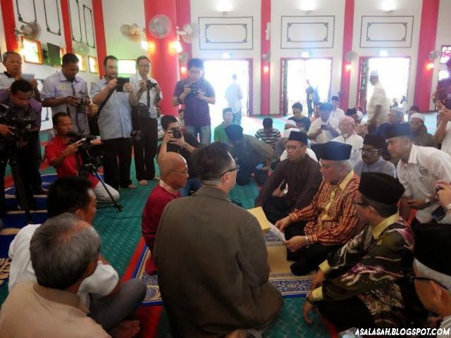 http://asalasah.blogspot.com/2015/08/di-malaysia-sekitar-1000-orang-masuk.html
