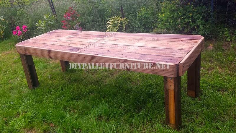 Mesa para el jard n hecha con palets for Mesas hechas con palets de madera